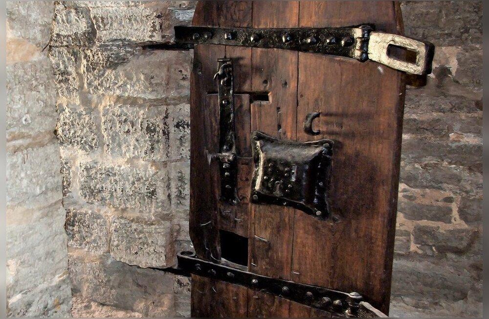 Раскрыт секрет двери Бременской башни в Таллинне. Оказалось, что ей 600 лет!