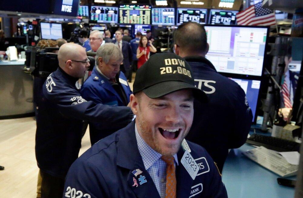 Börsikaupleja Frank Masiello hõiskab rõõmust, sest Dow Jones on ületanud ajaloolise 20 000 punkti piiri.