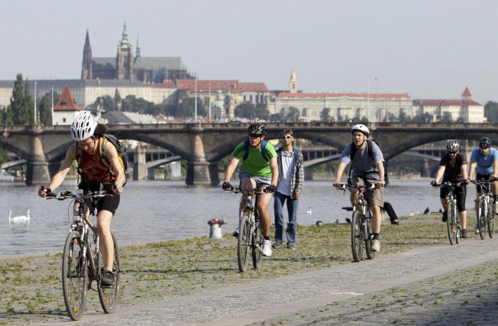 В центре Праги запретили ездить на велосипедах