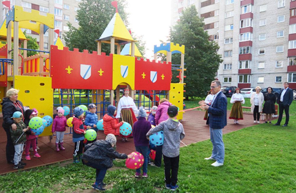 В Нарве открыли три новые детские игровые площадки и одну спортивную