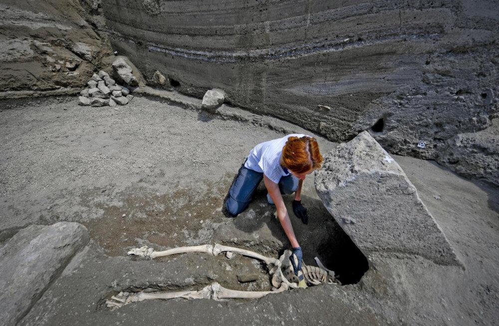 Iidse surma asjaolud selginevad: arheoloogid leidsid eelmisel kuul Pompeist avastatud peata mehe kolju