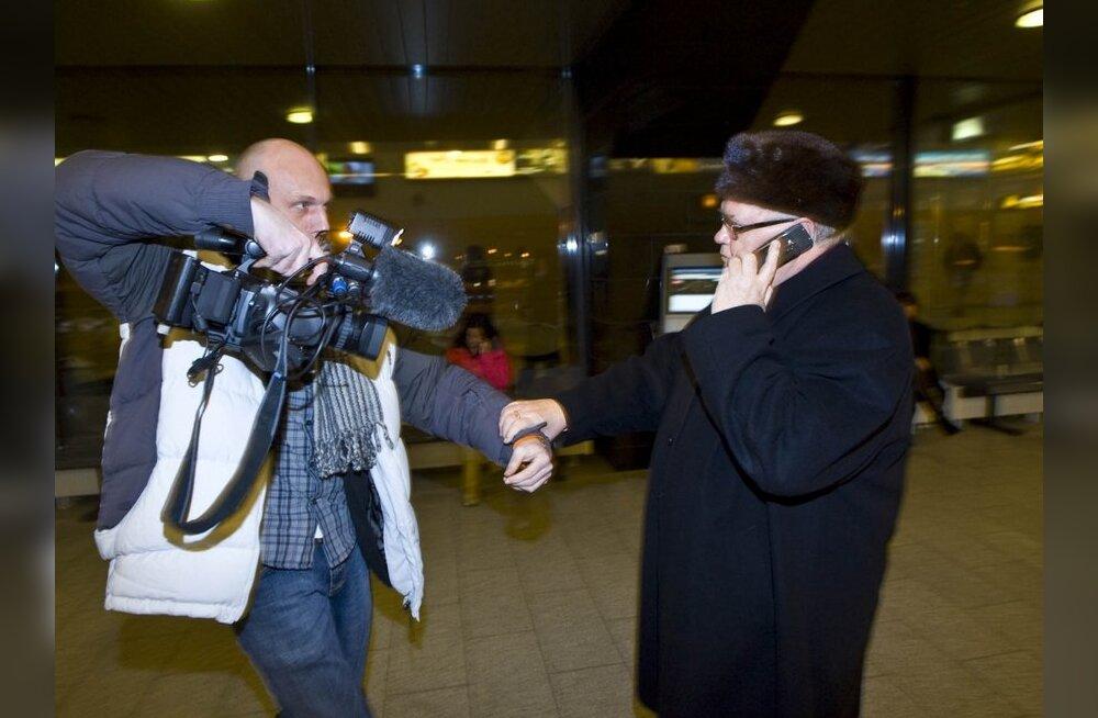 VIDEO: Närvid kaotanud Savisaar viis Boroditši lennujaamast otse vaibale