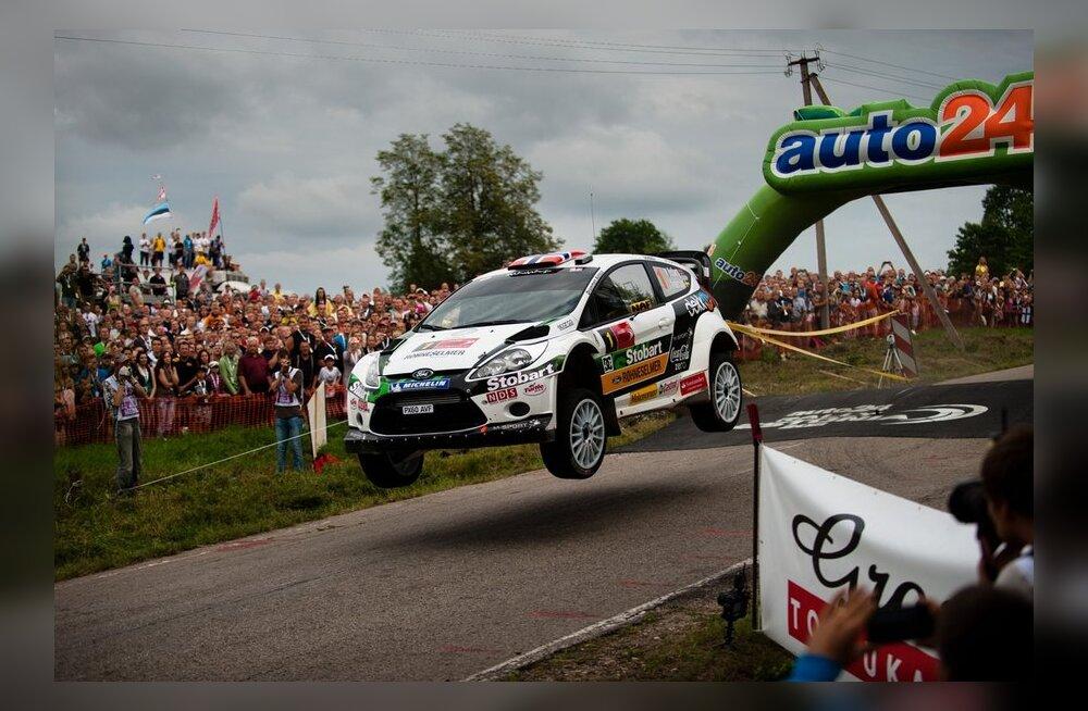 Mads Östberg kihutamas auto24 Rally Estonial, autoralli