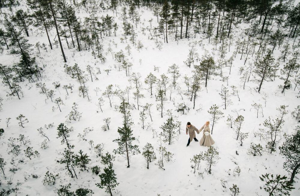 LUMMAV KAADER | Maailma suurimaid pulmaportaale valis Eesti fotograafi pulmapildi maailma parimate fotode sekka