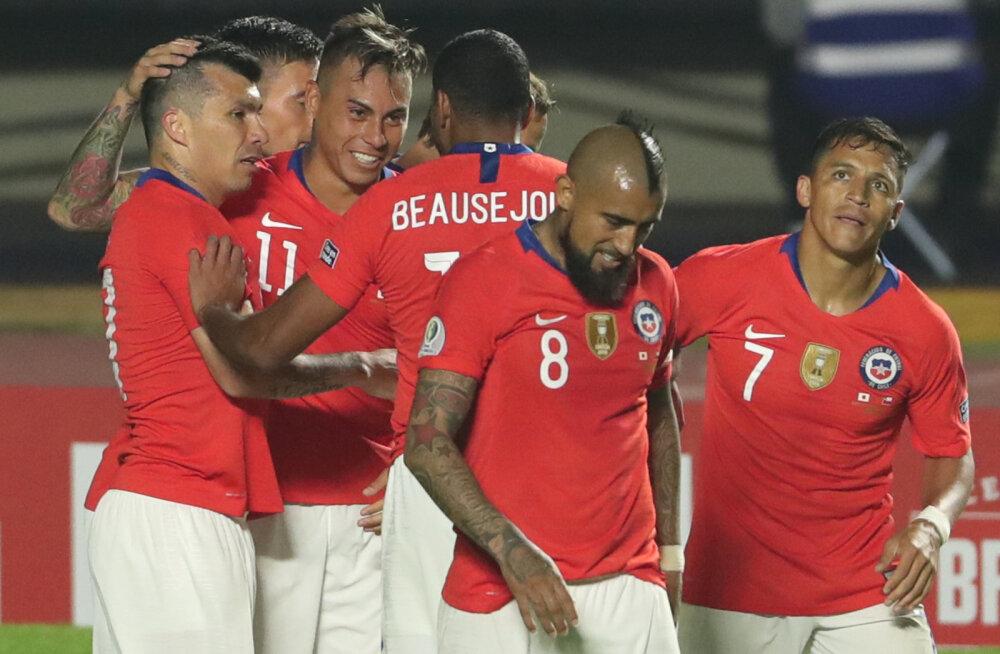 Tiitlikaitsja Tšiili alustas Copa Americat kindla võiduga, Vargas tegi ajalugu