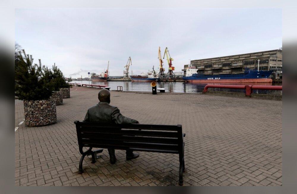 Ventspilsi linnapea: NATO meremehed urineerisid vitriinidele ja murdsid prostituutidele kinkimiseks lilli