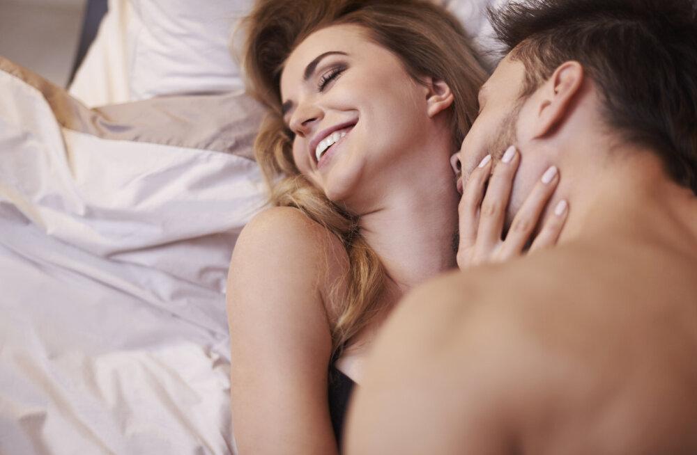 """""""Armusin naisesse, kellega mul on imeline voodielu, aga kes on kihlatud teise mehega."""""""