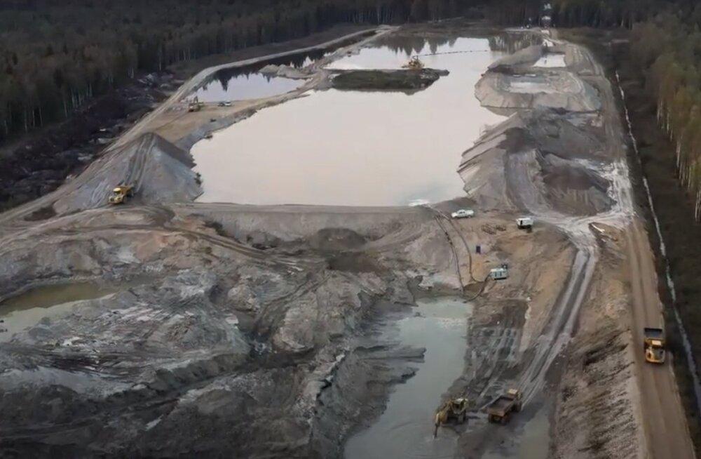 ВИДЕО | Карьеры, вырубленные и затопленные леса, ущерб природе — проблемы строительства отрезка шоссе Козе-Выыбу