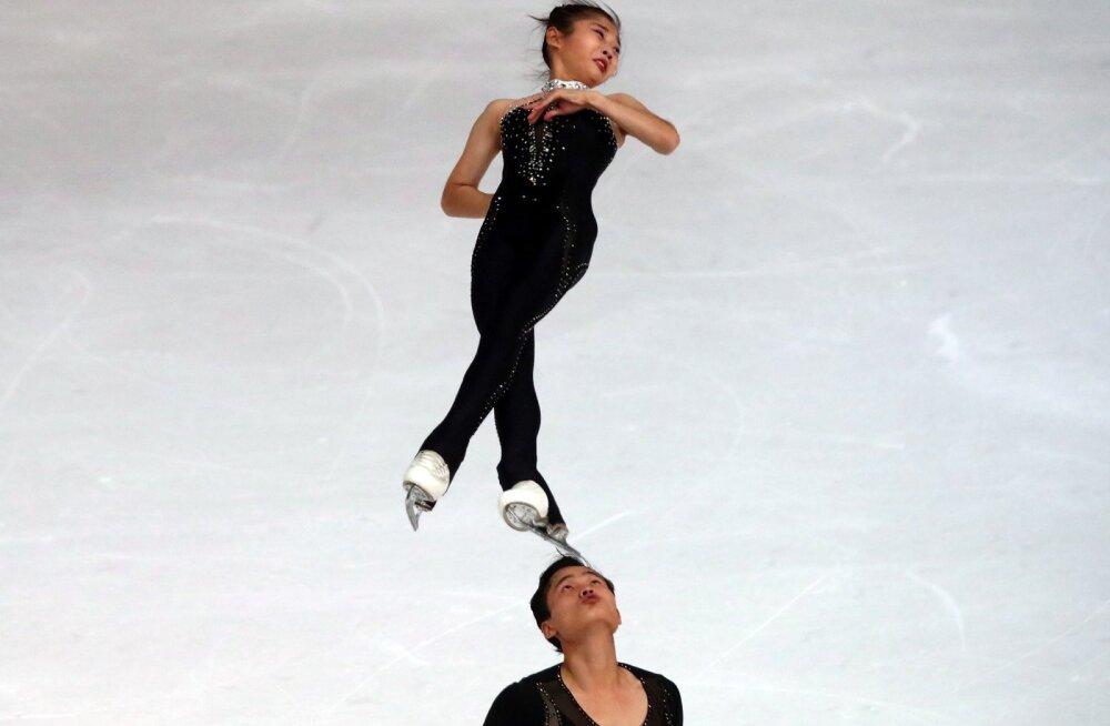 Ryom Tae-Ok ja Kim Ju-Sik Oberstdorfis võistlustules.