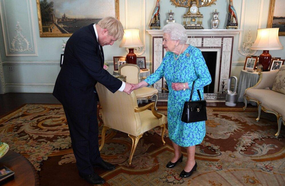 Loogiline! Loe, miks kuninganna Elizabeth II kodus käekotiga käib