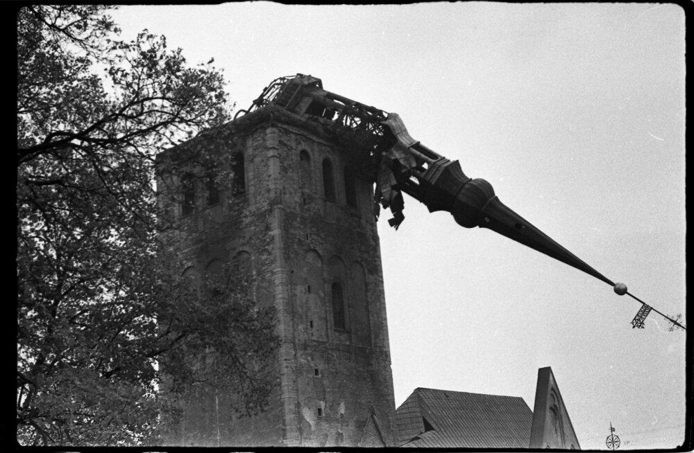Niguliste kiriku torn peale põlemist (1982)