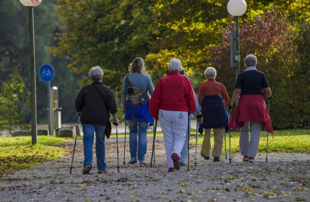 В Таллинне возобновляются бесплатные тренировки по скандинавской ходьбе