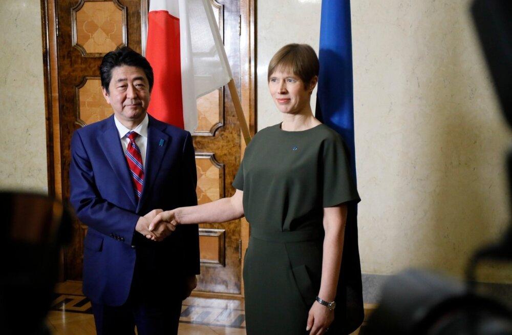ФОТО DELFI: В Таллинне состоялась встреча президента Эстонии Кальюлайд и премьер-министра Японии Абэ