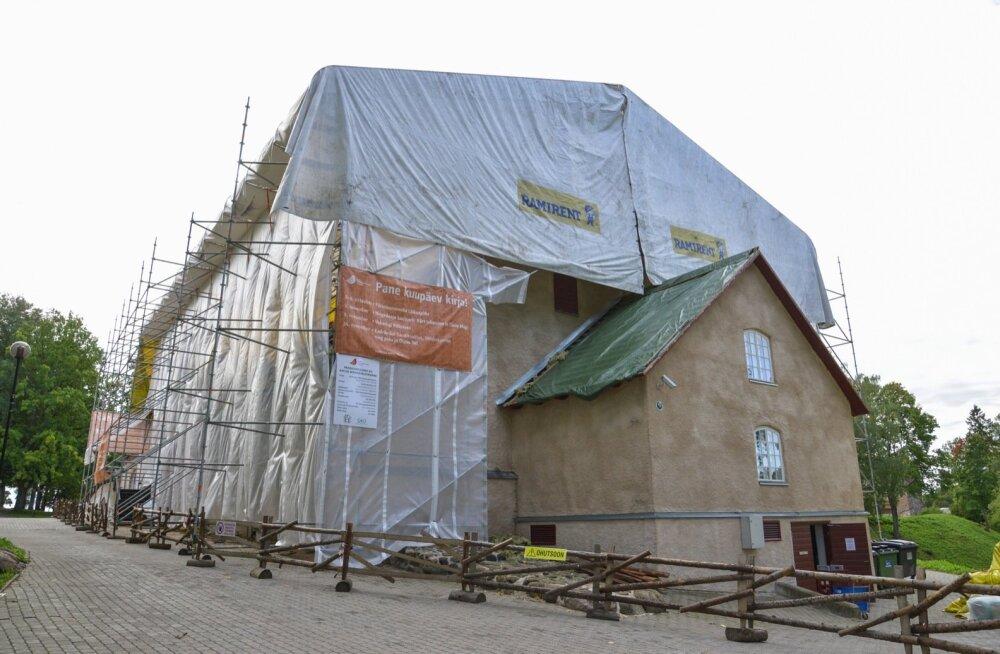 Viljandi pärimusmuusika aida katus vahetatakse välja
