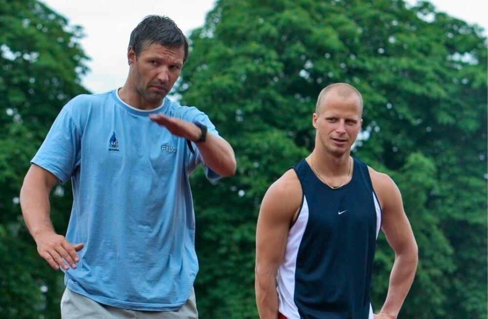 Argo Golberg (paremal) ja Erki Nool, üks tema treeneritest (juuli 2005).