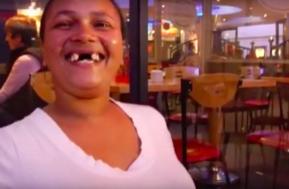 Ära tee seda järele! Lõuna-Aafrikas on kuum trend lasta endal esihambad eemaldada