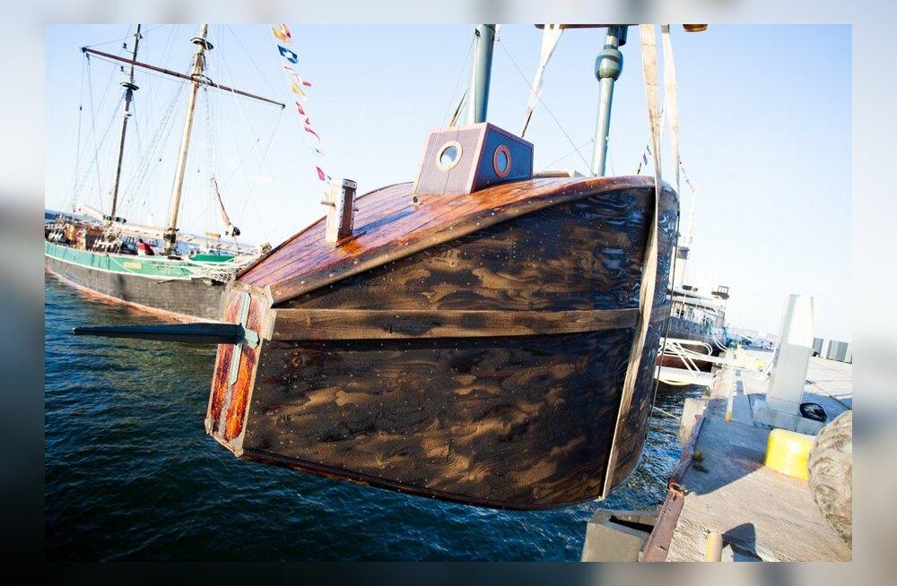Puidust allveelaeva vettelaskmine