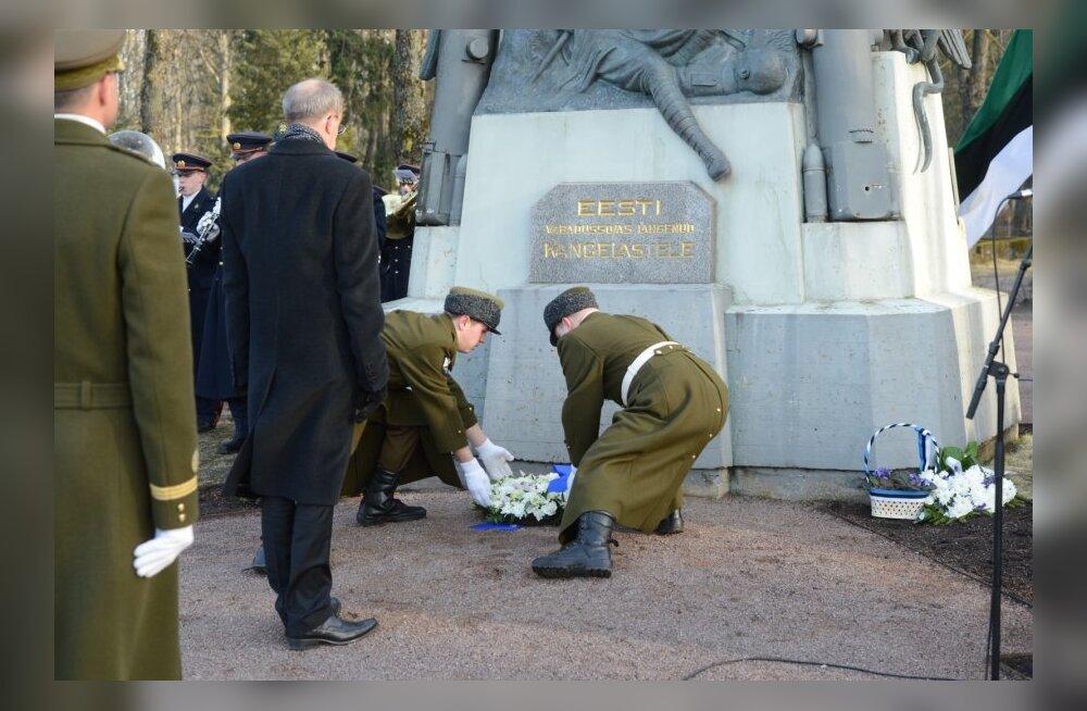 FOTOD: President Ilves asetas pärja Vabadussõjas langenutele