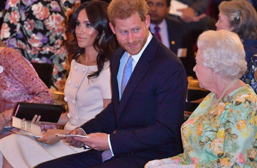 Sussexi hertsoginna isa jätkab õli tulle valamist: naudin asjaolu, et saan terve kuningliku perekonna vaikima panna
