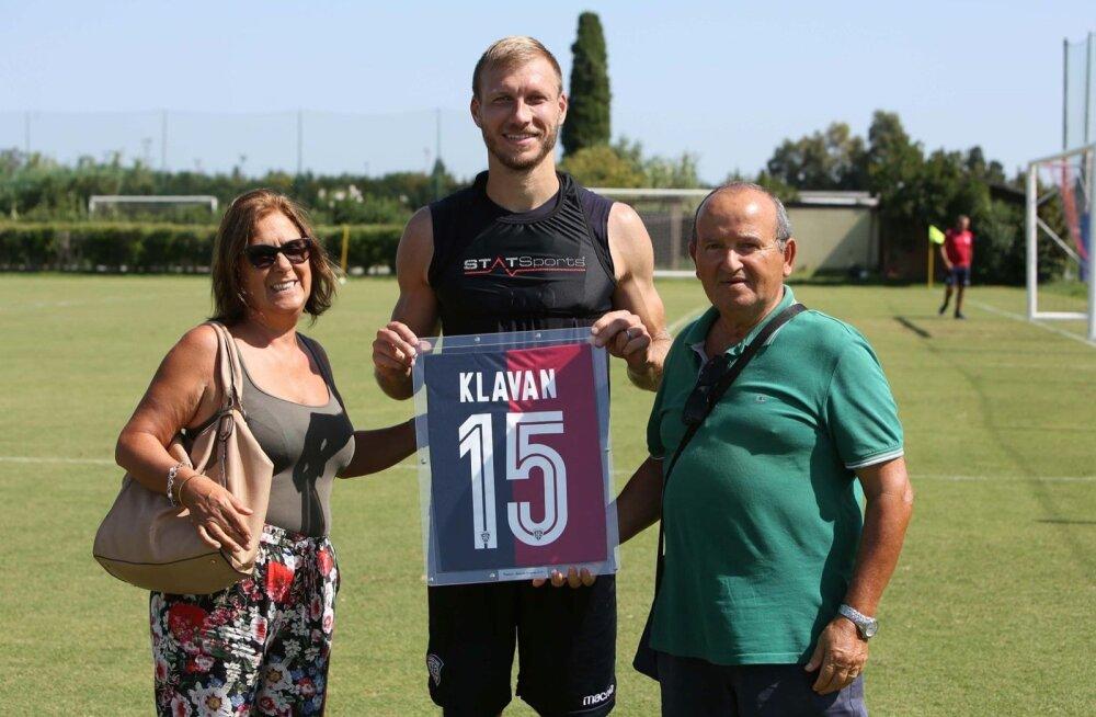 Ragnar Klavan Cagliari Calcio värvides.