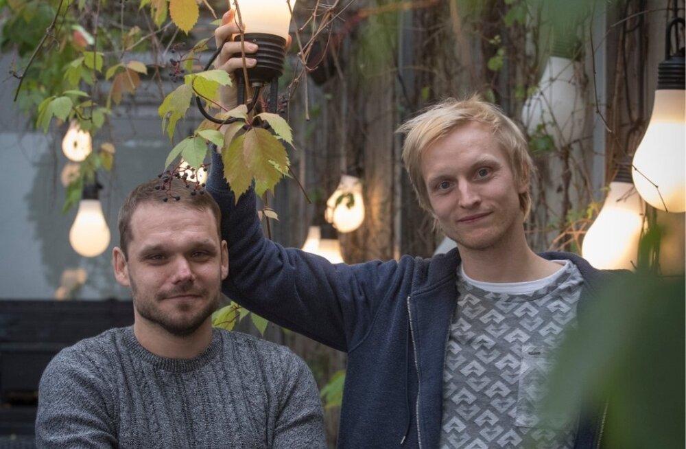 """Eesti huumori kullavaramust rääkides kiidavad Kaarel Nõmmik ja Paul Piik """"Kreisiraadiot"""". """"Siiani on neil mõned sketšid väga head. Sellele ei ole suudetud Eestis veel rivaali leida,"""" tõdes Nõmmik."""