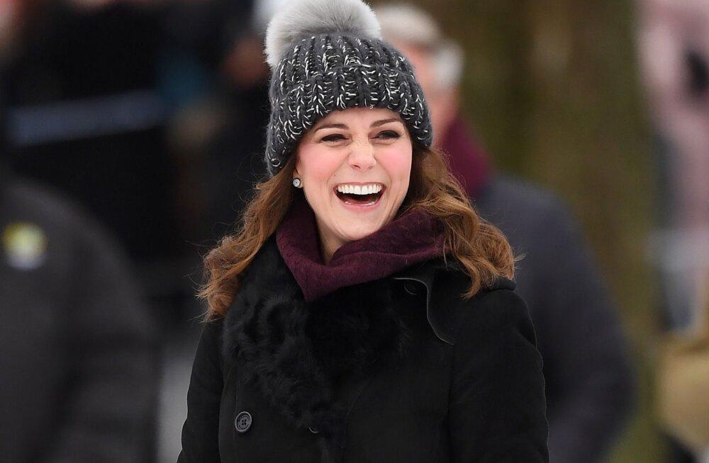 Kas teadsid? Üllatav põhjus, miks Kate Middleton mitte kunagi oma mantlit avalikkuse ees seljast ära ei võta
