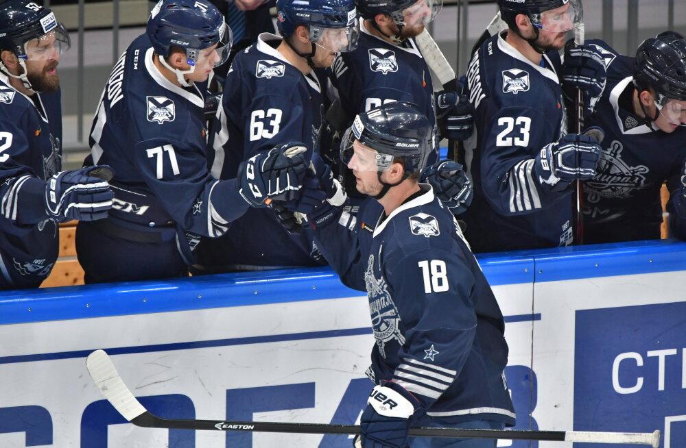 VIDEO | Poordi lükatud KHL-i mängija sai lõualuumurru ja peavigastuse, halvimal juhul on hooaeg läbi