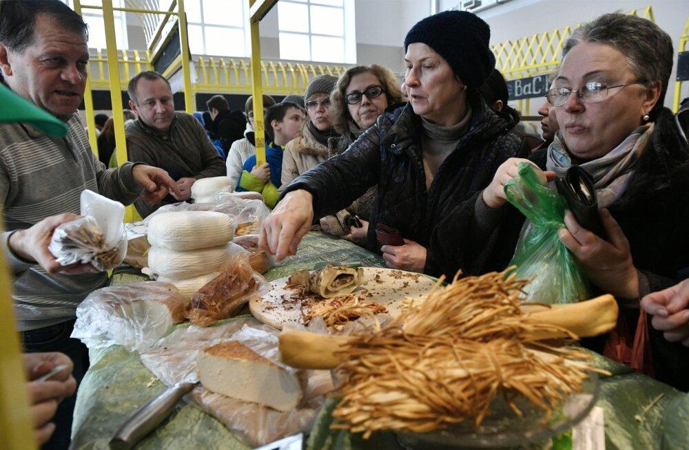 Ostjad Venemaal VDNKh juustufestivalil.