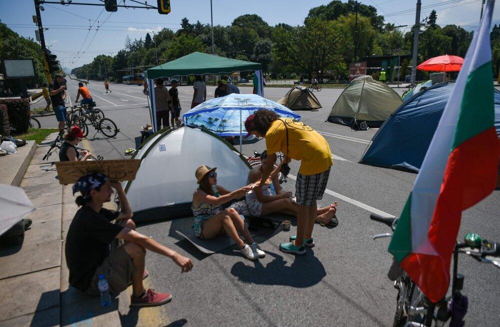 Bulgaaria pealinnas Sofias blokeerivad peaministri tagasisastumist nõudvad meeleavaldajad liiklust