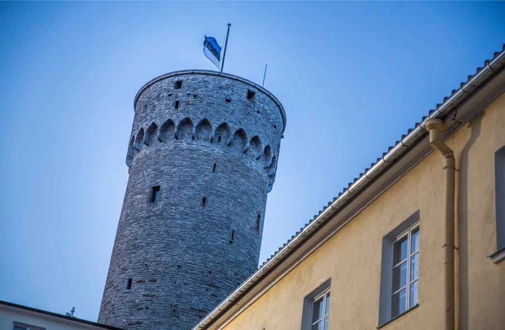 24. veebruari saatepäeva juhatab sisse pidulik riigilipu heiskamine Pika Hermanni torni.
