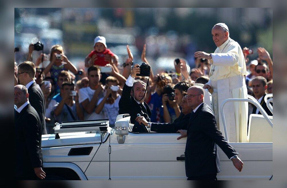 Paavst Franciscus I on astumas revolutsionääride kilda