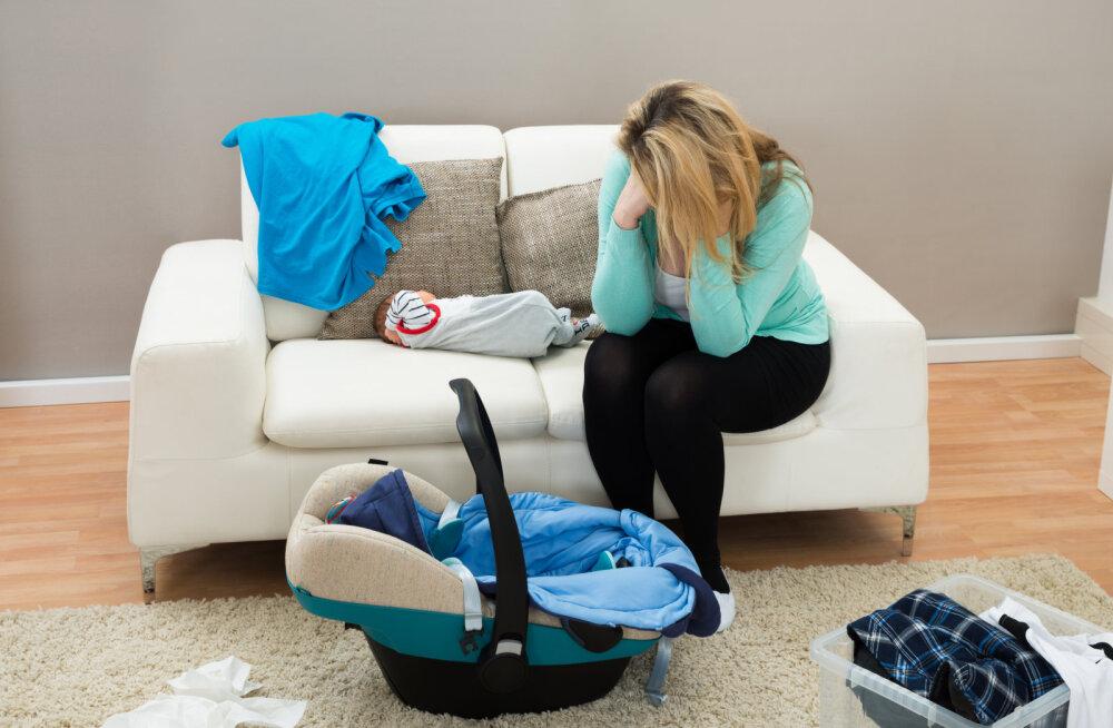 Naise päev versus mehe päev: muigan põlglikult oma abikaasale, kui ta kodust õigel ajal lahkub, ilma et peaks lastetoole ja käru autosse toppima