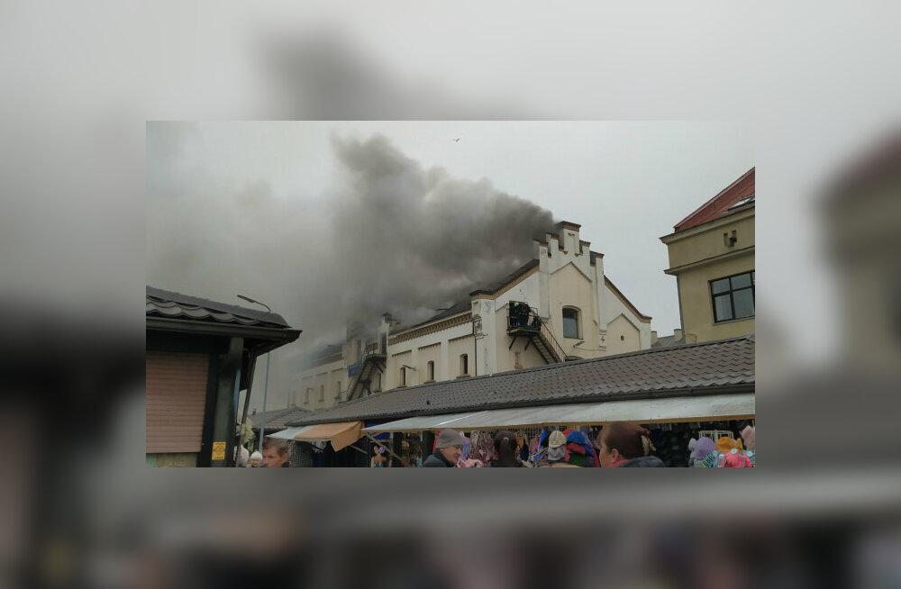 ВИДЕО | В центре Риги произошел крупный пожар: огонь охватил гостиницу