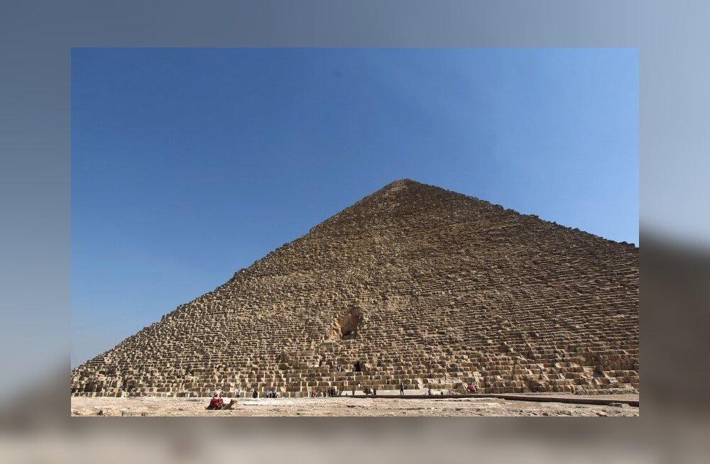 Kaks vandenõuhullu lõhkusid Egiptuse tuntuimat püramiidi