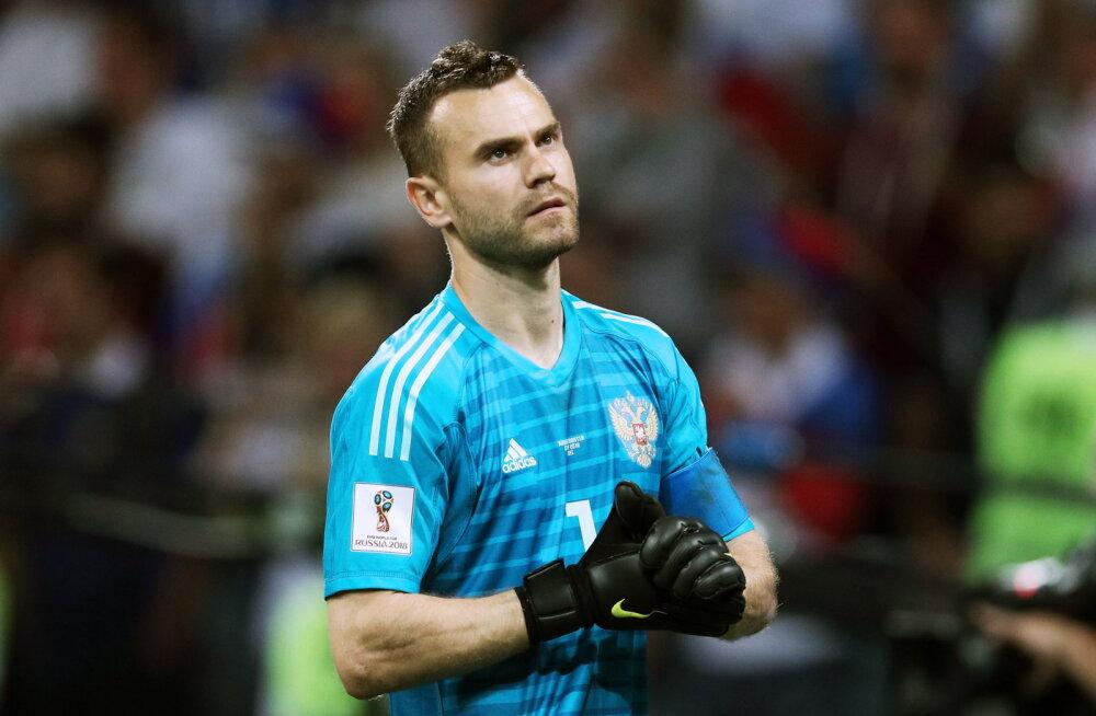 Venemaa MM-i veerandfinaali aidanud väravavaht lõpetab koondisekarjääri