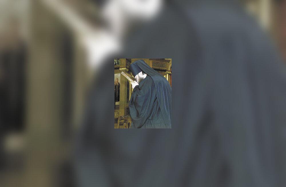 Pühaku säilmed jõuavad kirikusse