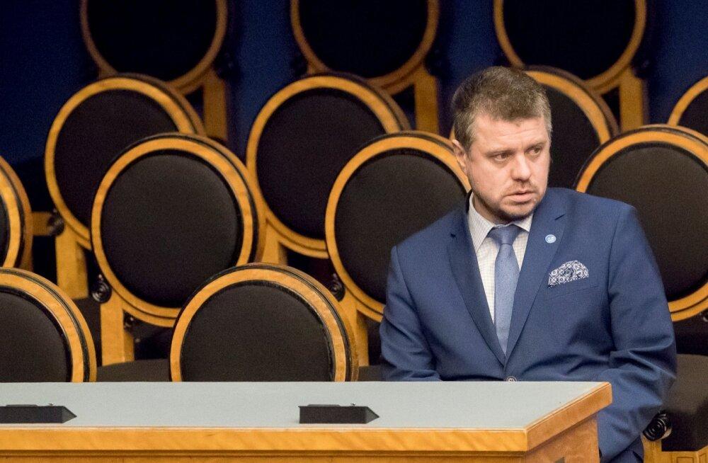 Justiitsminister Urmas Reinsalu kinnitas eile, et vabatahtlikult ta tagasi ei astu.
