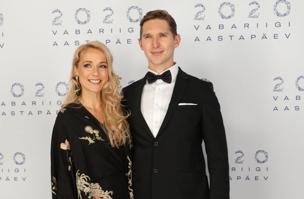 KLÕPS | Lenna Kuurmaa avalikustas imearmsa pildi kihlatu Lauri Mäesepaga: ela ja õitse kallis