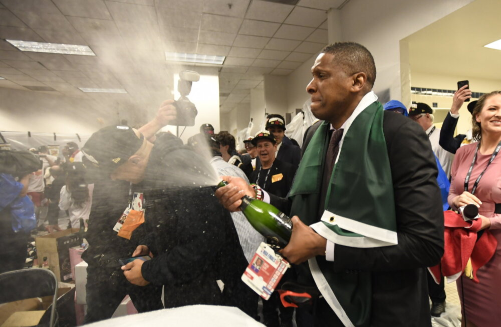 Raptorsi president kaevati NBA finaalis juhtunud intsidendi pärast kohtusse