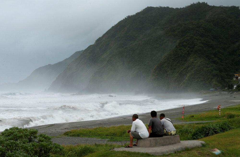 Taiwani tabab homme supertaifuun, mõnes paigas tuleb maha pool meetrit vihmavett
