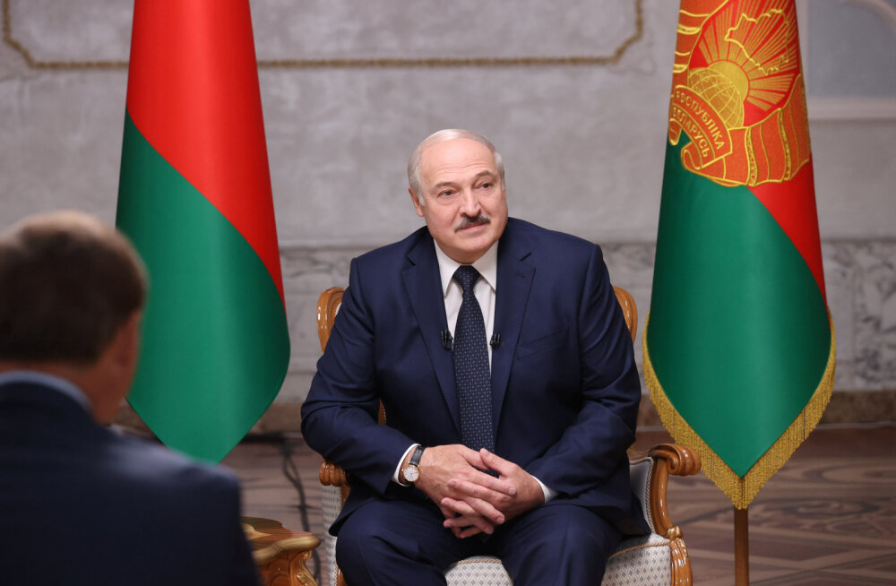 """Lukašenka tunnistas, et võib olla """"veidi liiga kauaks istuma jäänud"""", aga ainult tema suudab riiki kaitsta"""