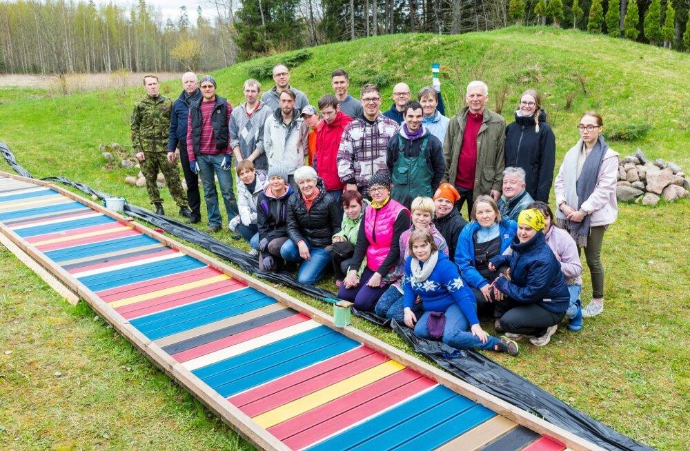 President Kersti Kaljulaid osales Maarja külas Teeme Ära talgutel