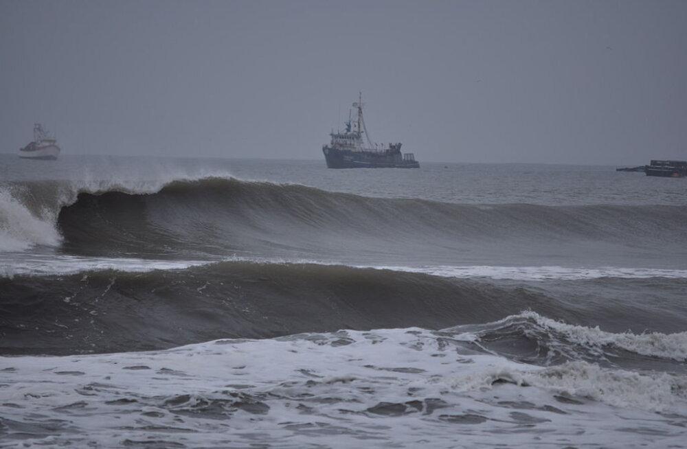 Видео: Самая длинная океанская волна в мире