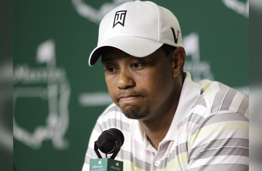 Tiger Woods pauses as he speaks at his news conference following his practice round for the 2010 Masters golf tournament at the Augusta National Golf Club in Augusta, Georgia, April 5, 2010.    REUTERS/David J. Philip/Pool (UNITED STATES - Tags: SPORT GOL