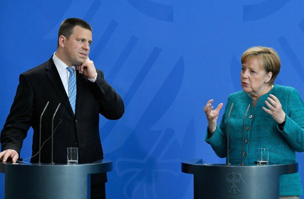 Saksamaa liidukantsler Angela Merkel ja peaministr Jüri Ratas täna Berliinis pressikonverentsil.
