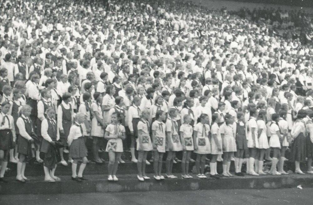 Eesti NSV koolinoorte tantsu- ja laulupidu Tallinnas 1972. aasta juunis.