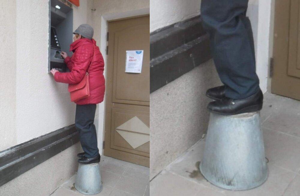 ФОТО: За наличными — с ведром. Банкомат в Ряпина все еще расположен слишком высоко