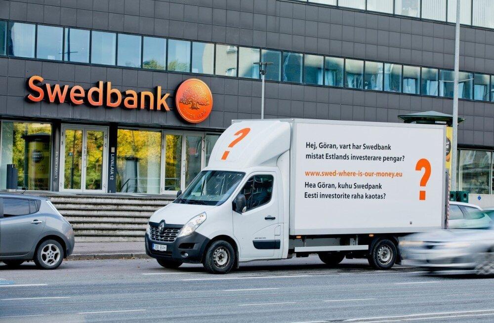 ФОТО | Потерявшие миллионы в Румынии клиенты требуют от руководителя Swedbank ответа: где наши деньги, Геран?