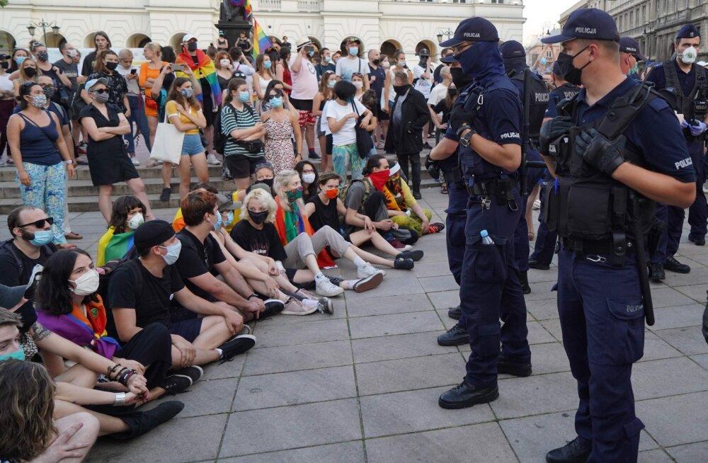 Maailma tuntud kultuuritegelased süüdistavad avalikus kirjas Poola valitsust homode vaenamises