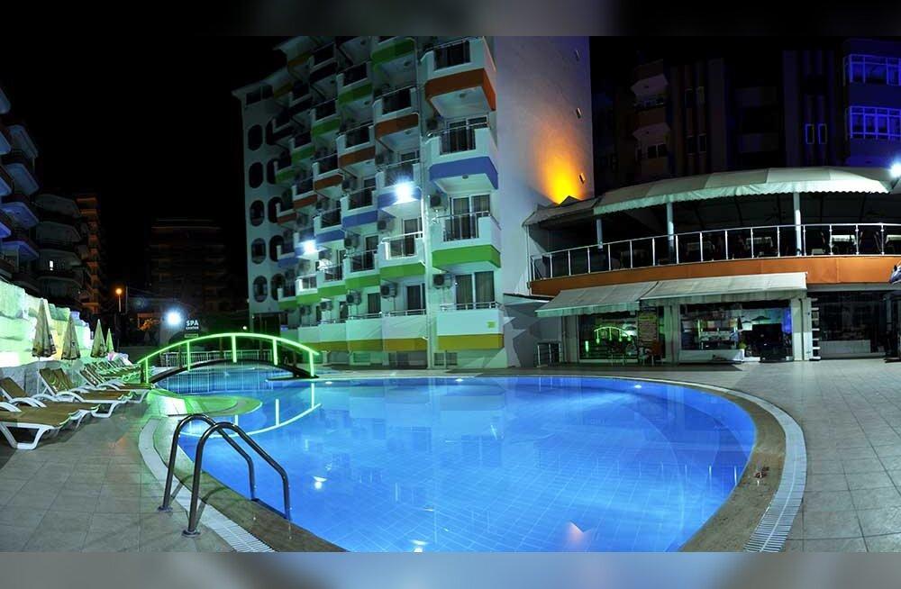 """Go Adventure'i pettunud kliendi kiri Türgi reisilt: venekeelne teenindus, """"ultra all inclusive"""" ja sõjakas jõehobust hotelli direktor"""